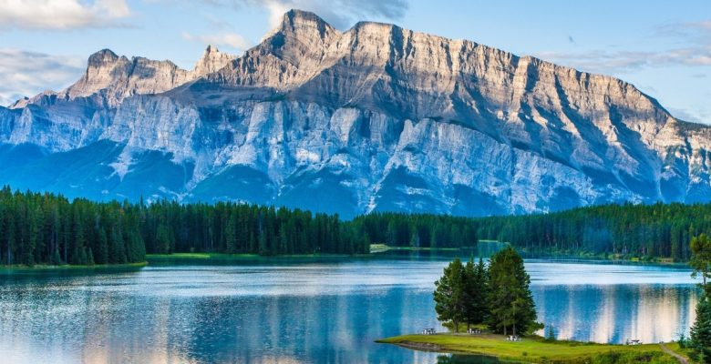 Canada Tourism Is A Booming Industry Since It The Second Largest Country In The World Canada Is A Dynamic And Diverse Multicultural Nation With Its